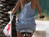 kate-hudson-riding-her-bike-in-miami-12