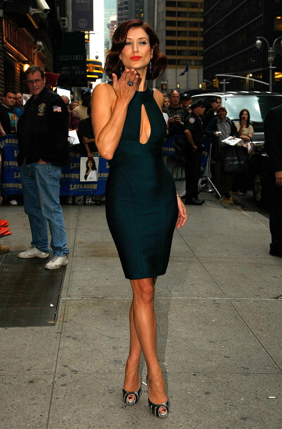 kate-walsh-arrives-at-the-late-show-with-david-letterman-in-new-york-city-05