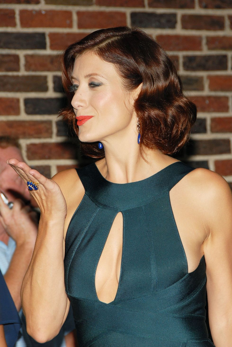 kate-walsh-arrives-at-the-late-show-with-david-letterman-in-new-york-city-07