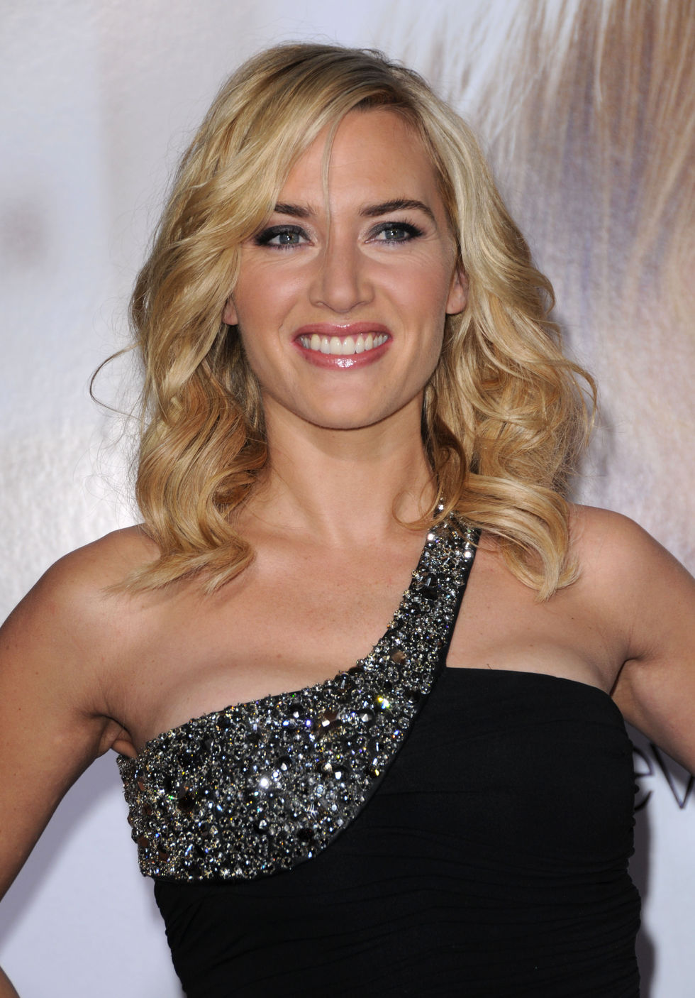 kate-winslet-revolutionary-road-premiere-in-los-angeles-01