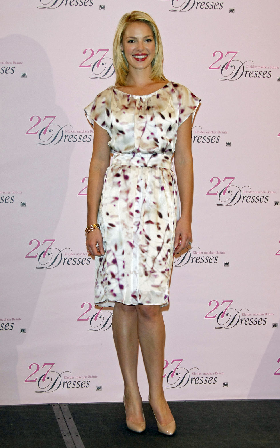 katherine-heigl-27-dresses-photocall-in-europe-01