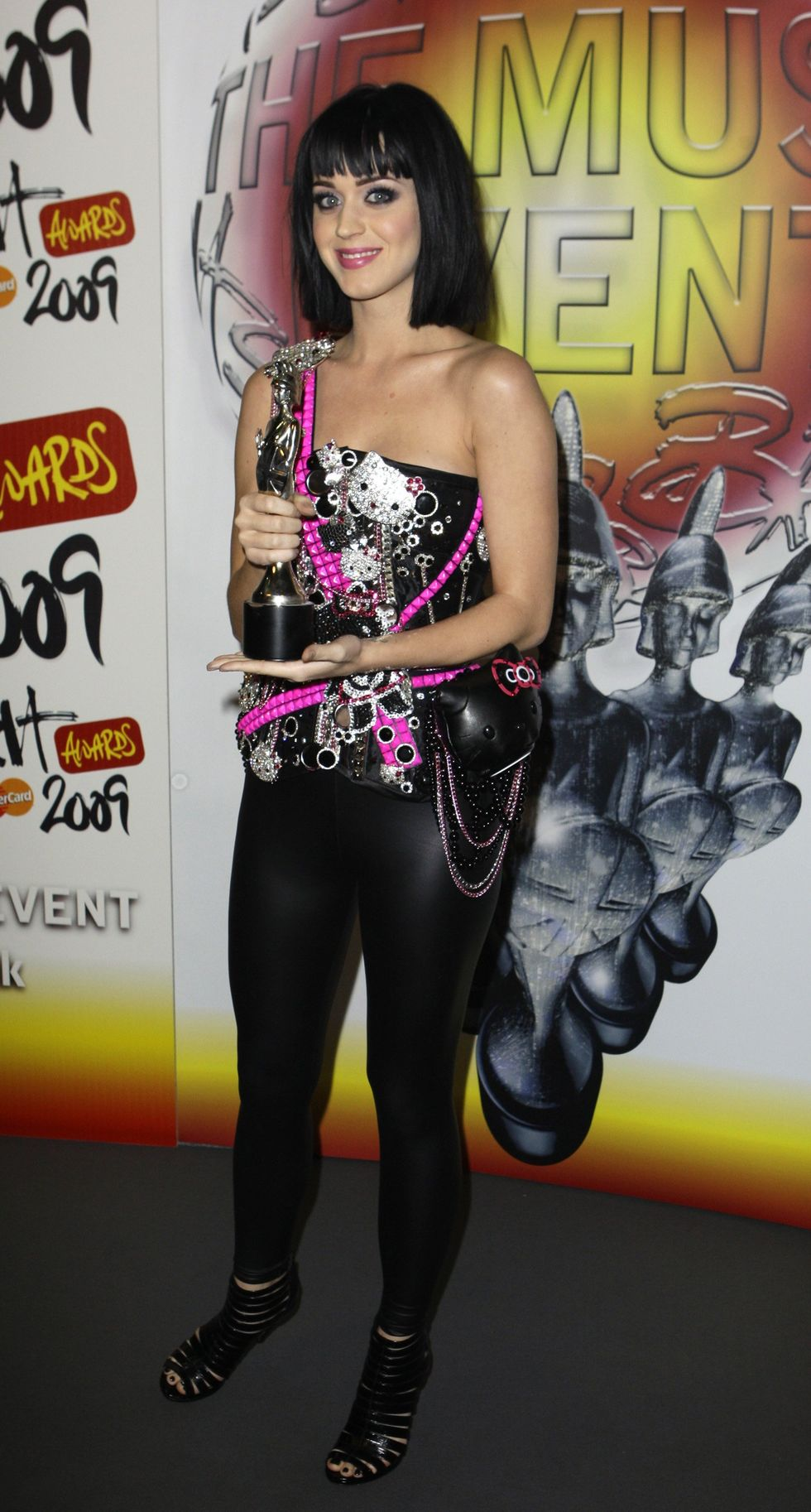 katy-perry-brit-awards-2009-in-london-16