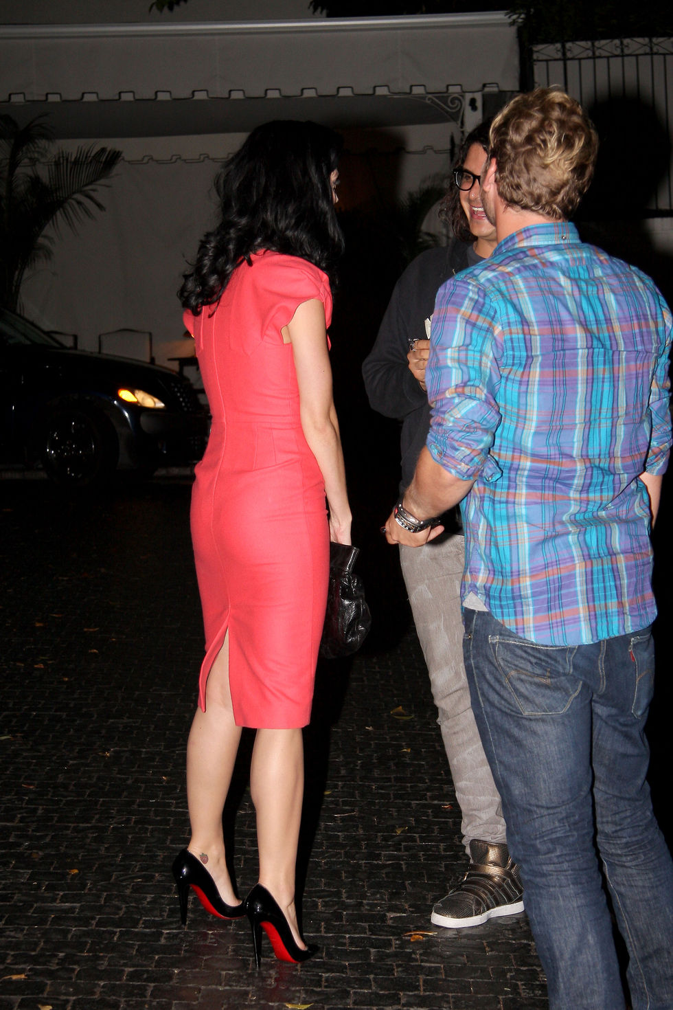 katy-perry-cleavage-candids-at-hotel-chateu-marmont-in-los-angeles-01