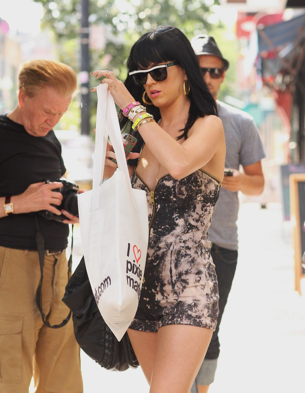 katy-perry-cleavage-candids-in-new-york-01