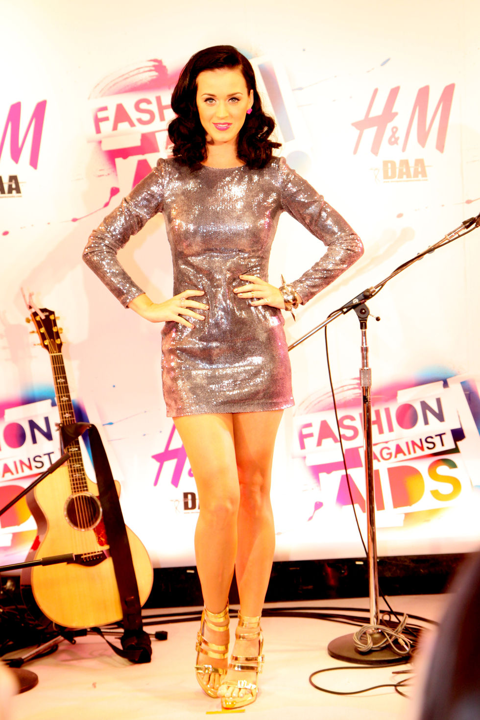 katy-perry-hms-aids-awareness-clothes-promotion-in-tokyo-01