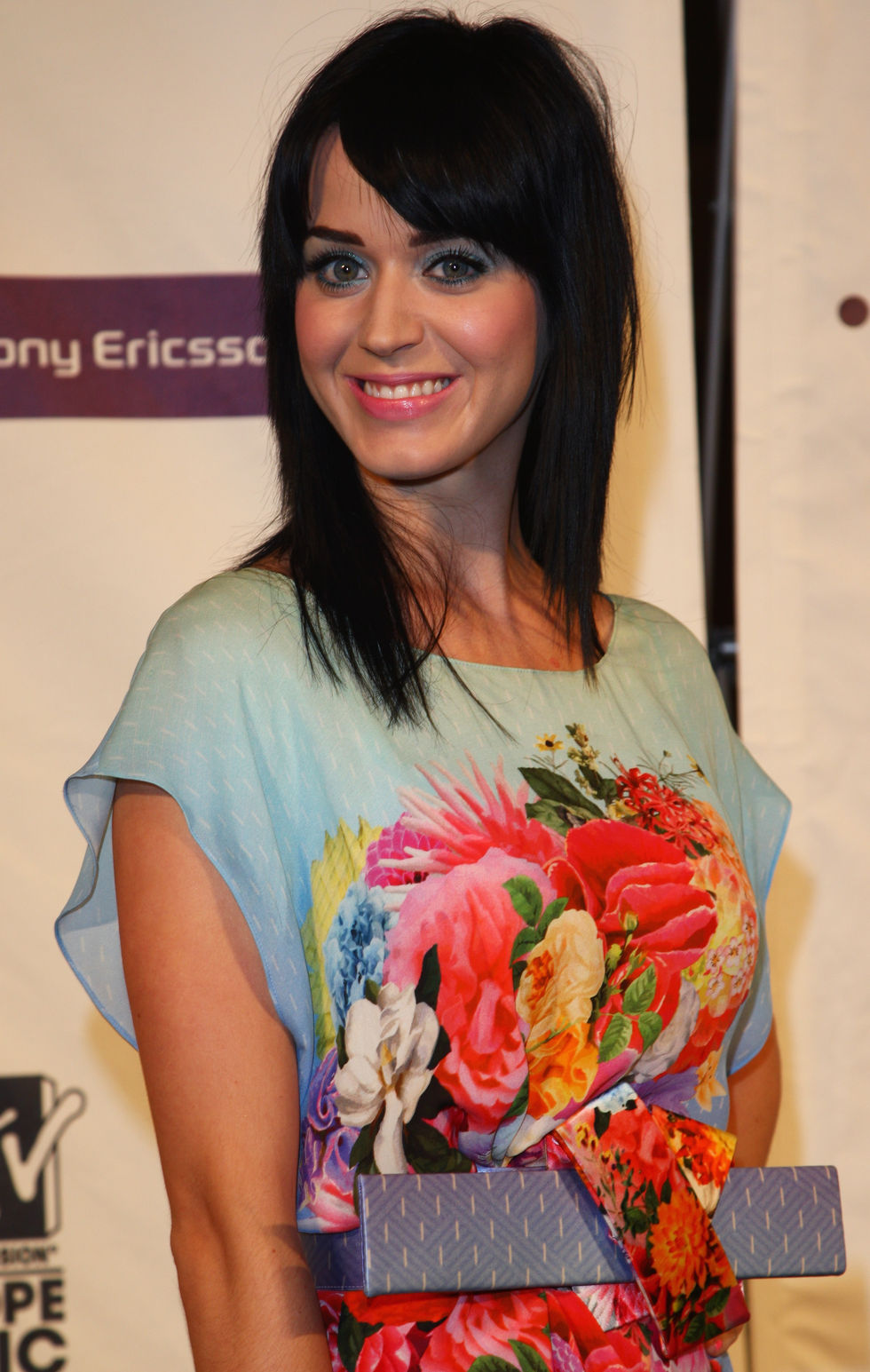 katy-perry-mtv-europe-music-awards-press-conference-in-liverpool-01