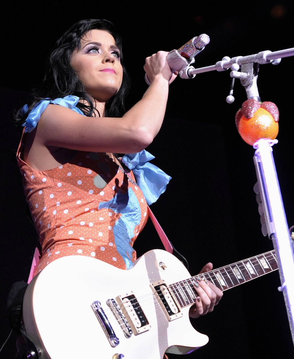 katy-perry-performing-live-at-the-molson-amphitheatre-in-toronto-01