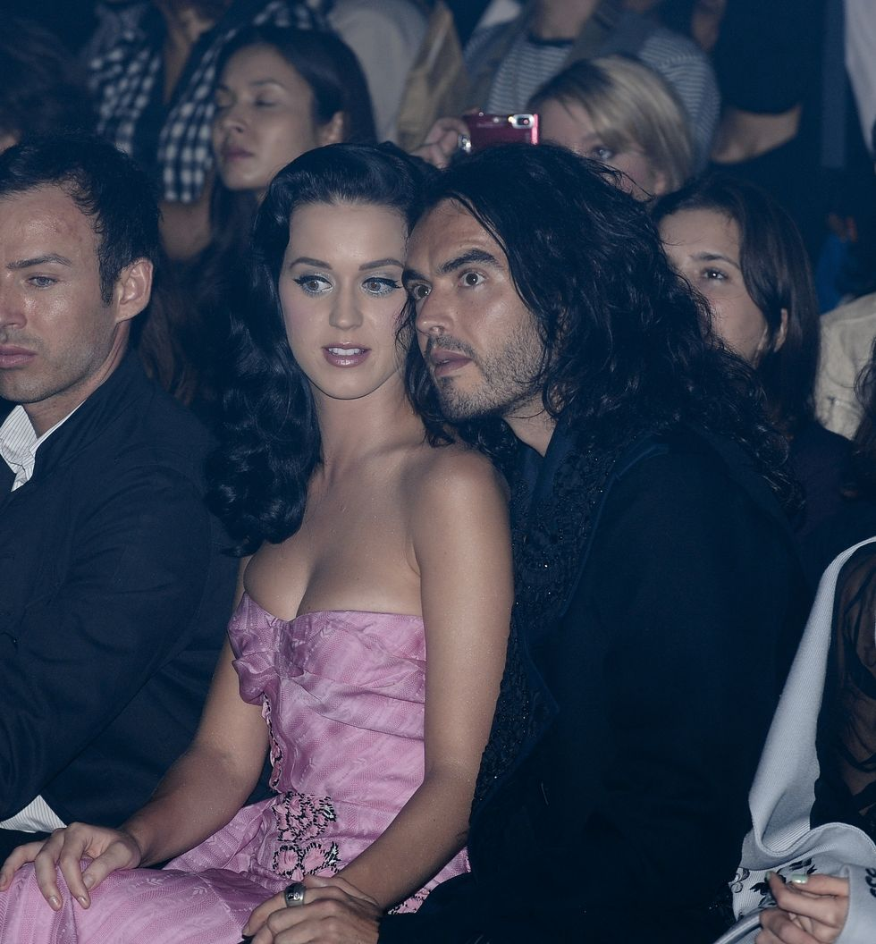 katy-perry-shows-cleavage-at-john-galliano-fashion-show-01