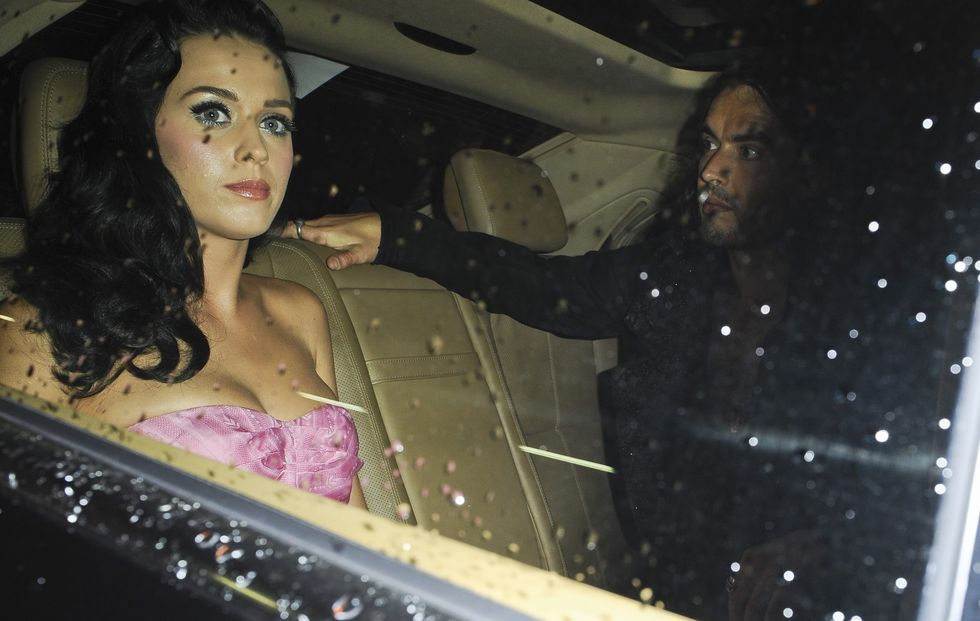 katy-perry-shows-cleavage-at-john-galliano-fashion-show-02