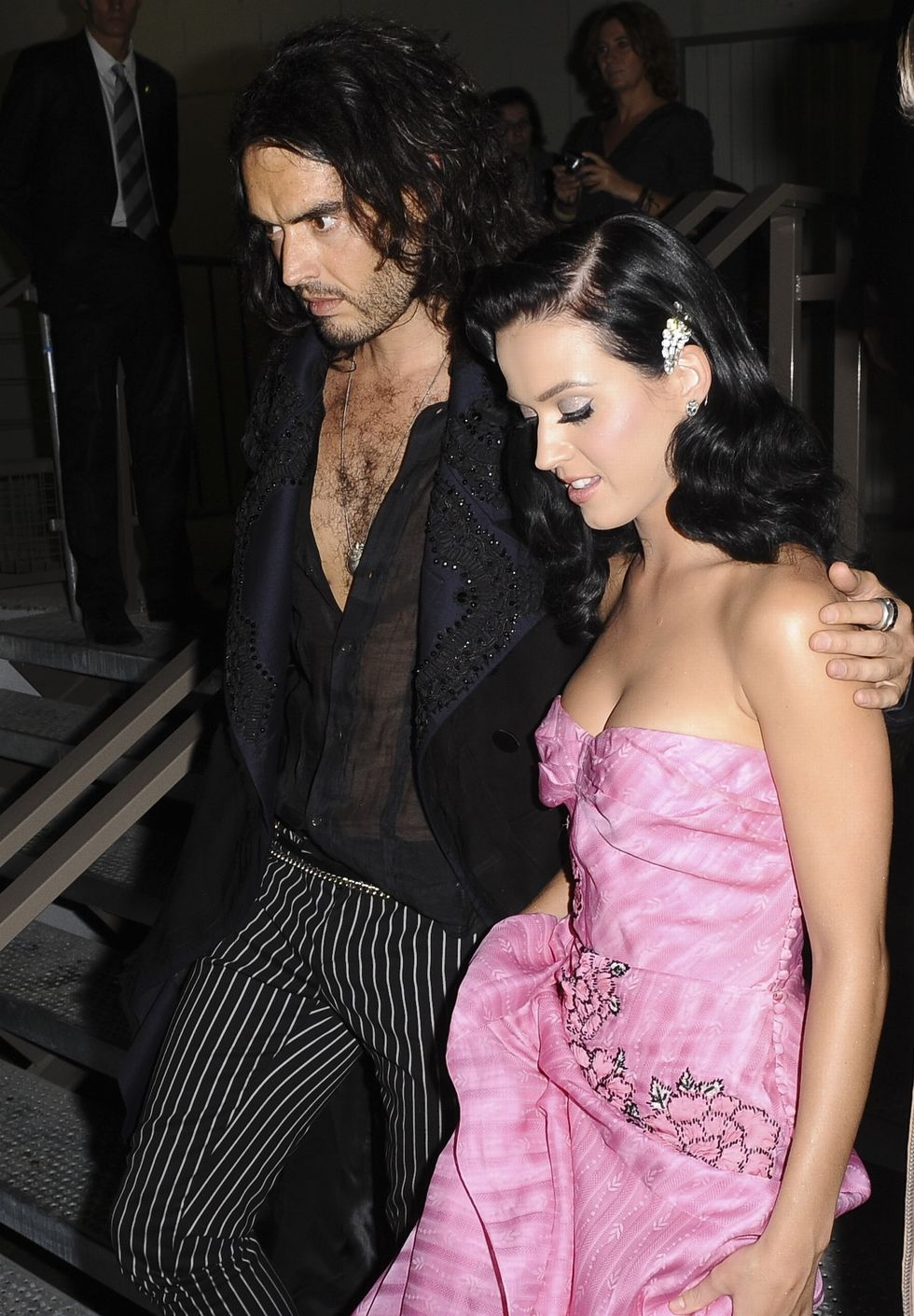 katy-perry-shows-cleavage-at-john-galliano-fashion-show-05
