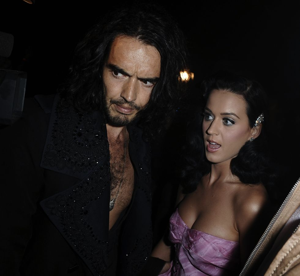 katy-perry-shows-cleavage-at-john-galliano-fashion-show-08