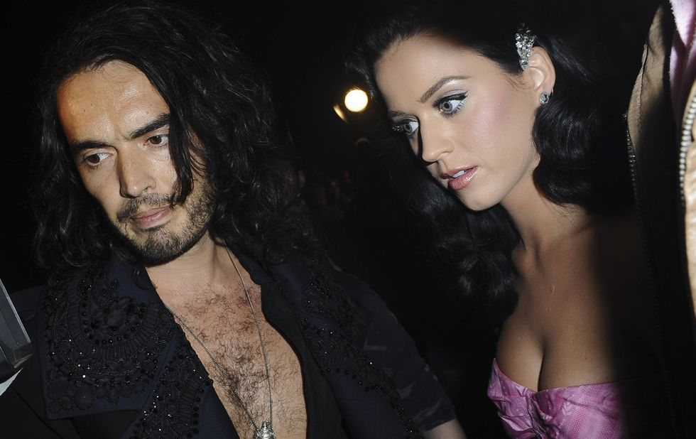 katy-perry-shows-cleavage-at-john-galliano-fashion-show-21