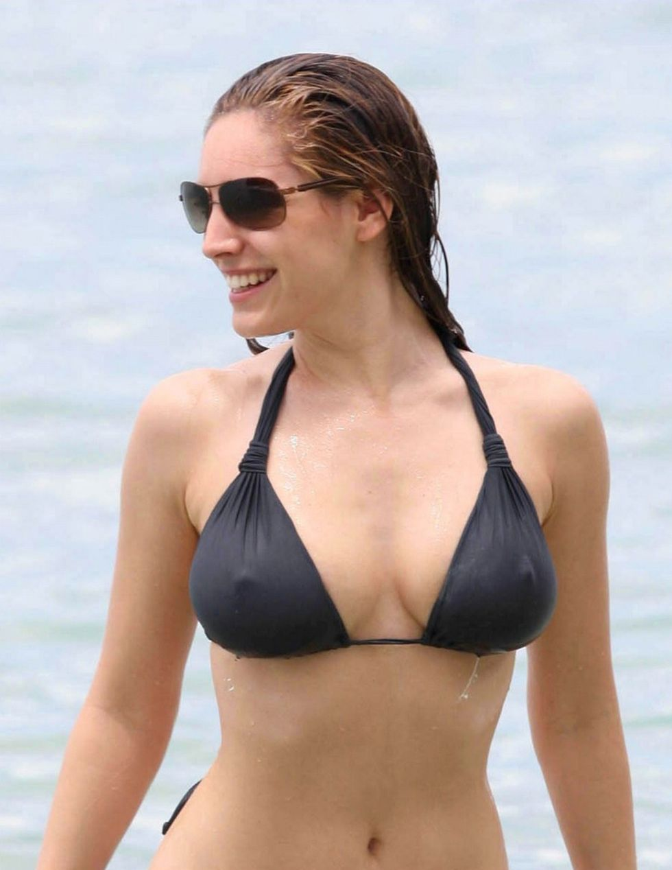 kelly-brook-bikini-candids-at-the-beach-in-barbados-01