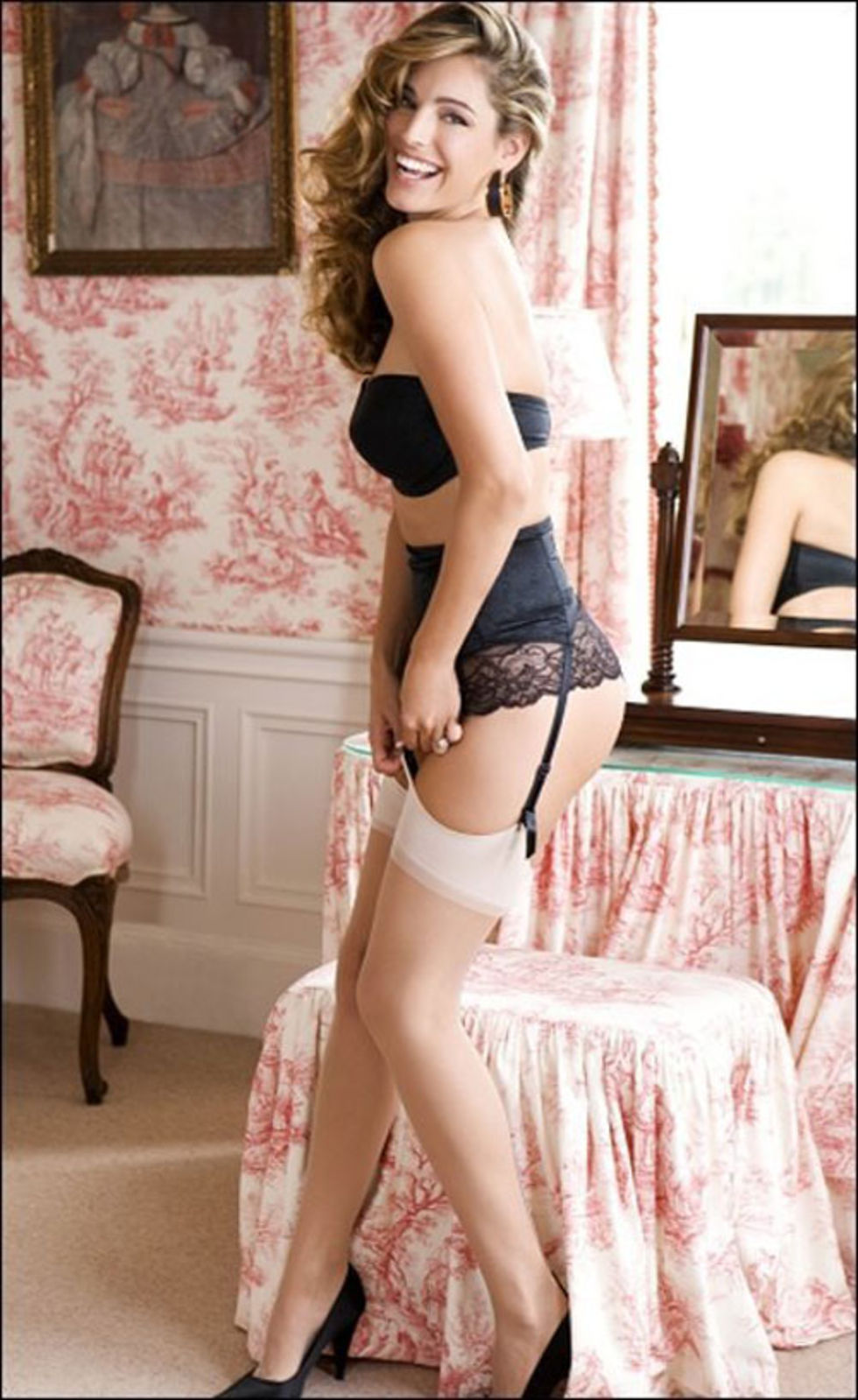 kelly-brook-daily-mirror-magazine-november-2009-mq-01