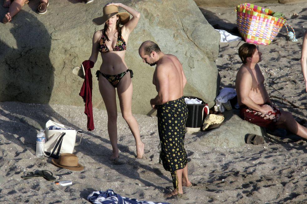 kelly-brook-in-bikini-on-the-beach-in-st-barth-01