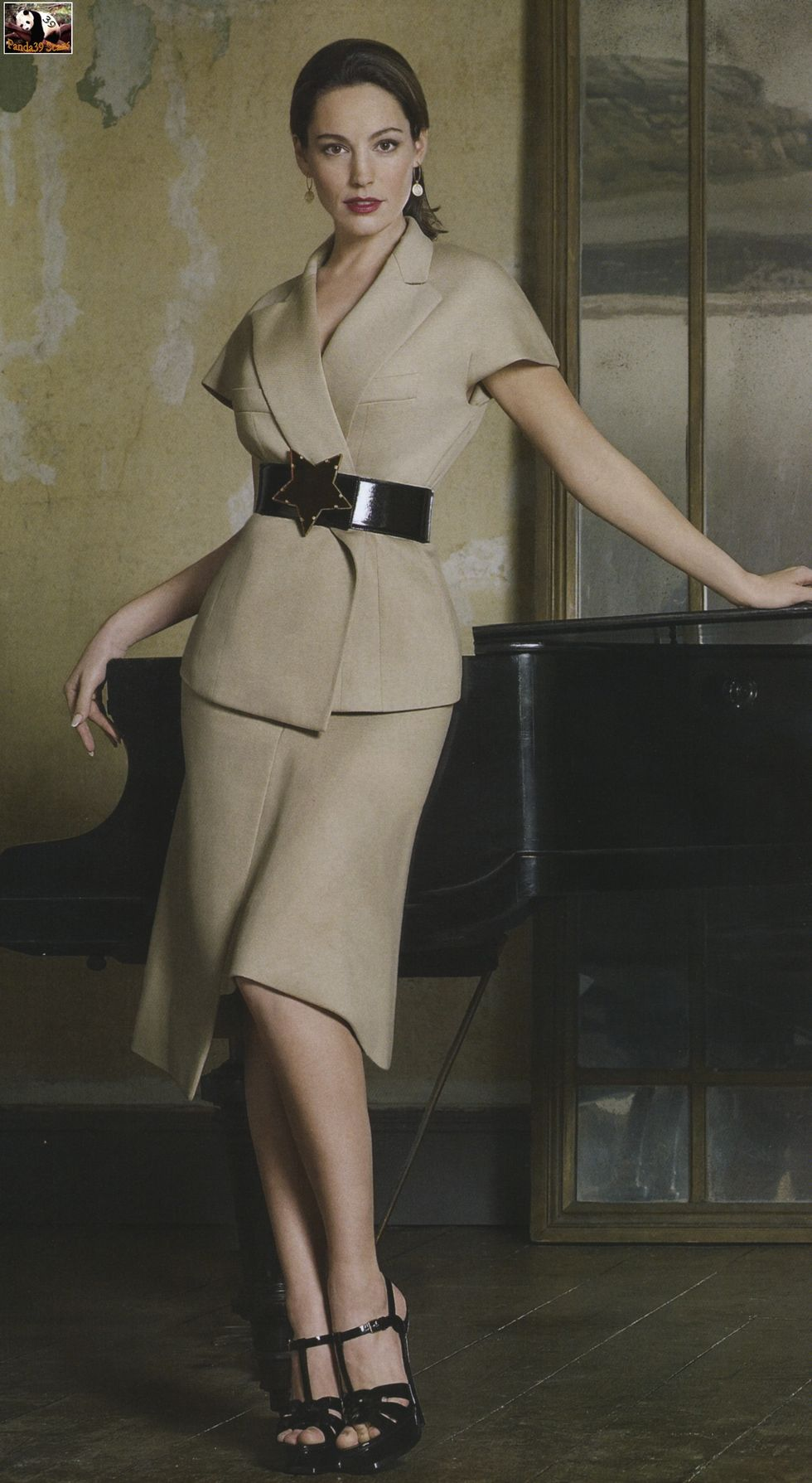 kelly-brook-instyle-magazine-march-2008-01