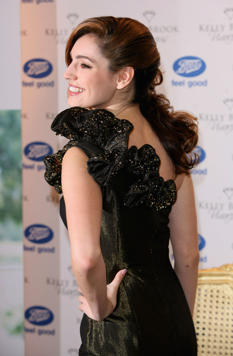 kelly-brook-vivacious-fragance-promotion-at-boots-in-london-07