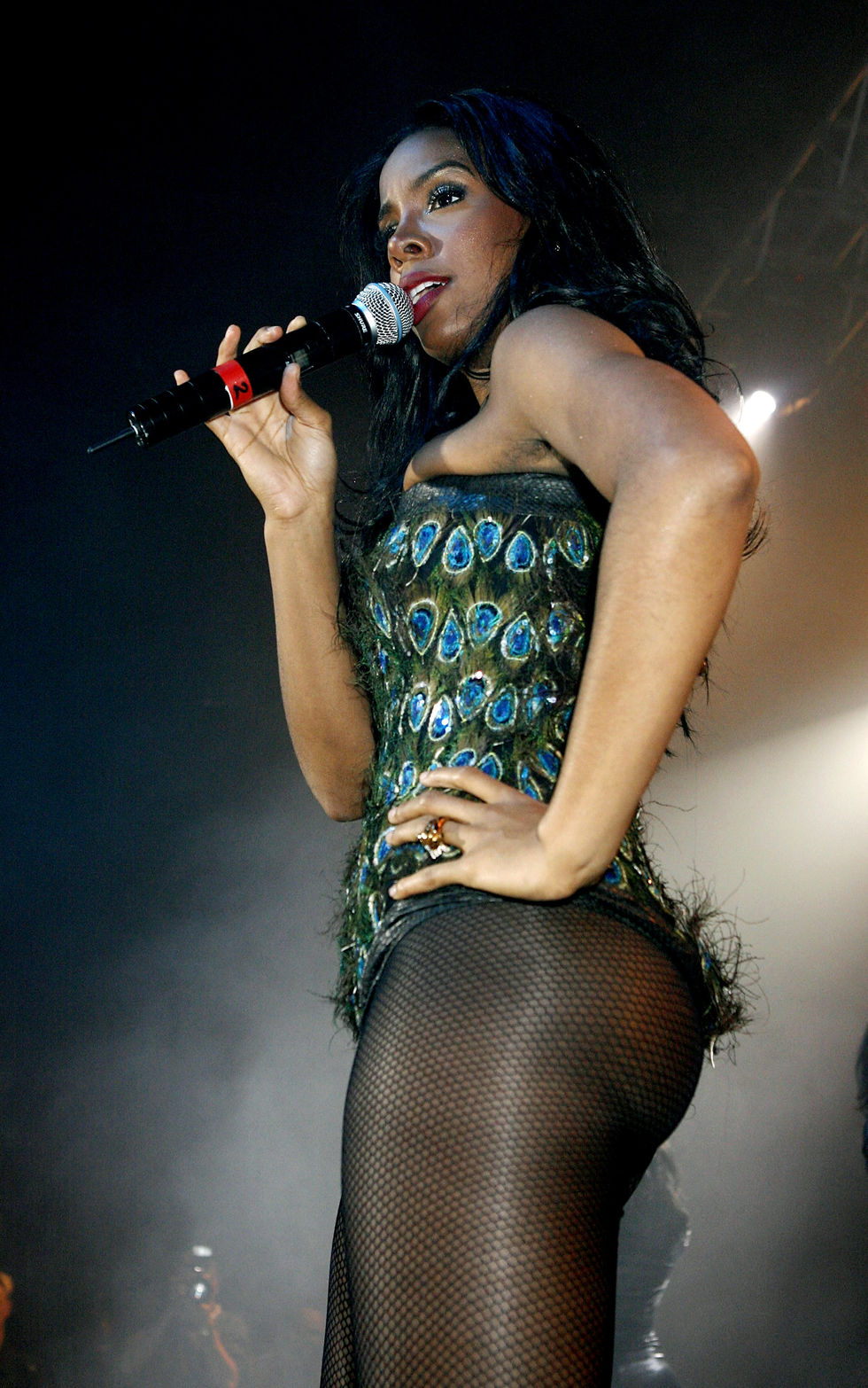 kelly-rowland-performs-on-stage-at-g-a-y-astoria-club-in-london-04