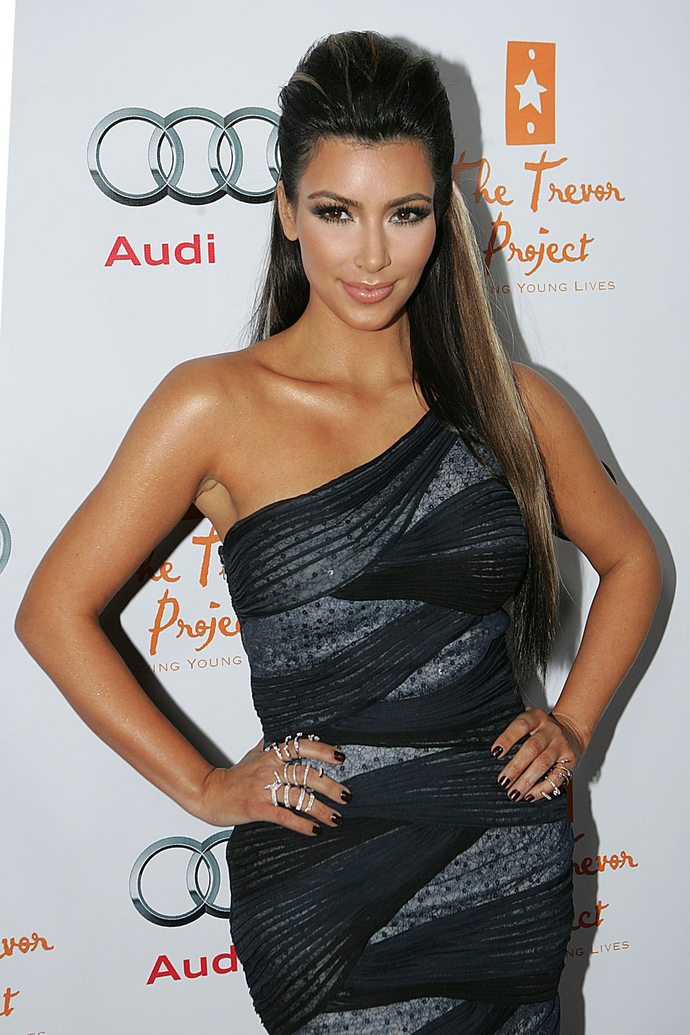 kim-kardashian-12th-annual-cracked-christmas-in-los-angeles-01