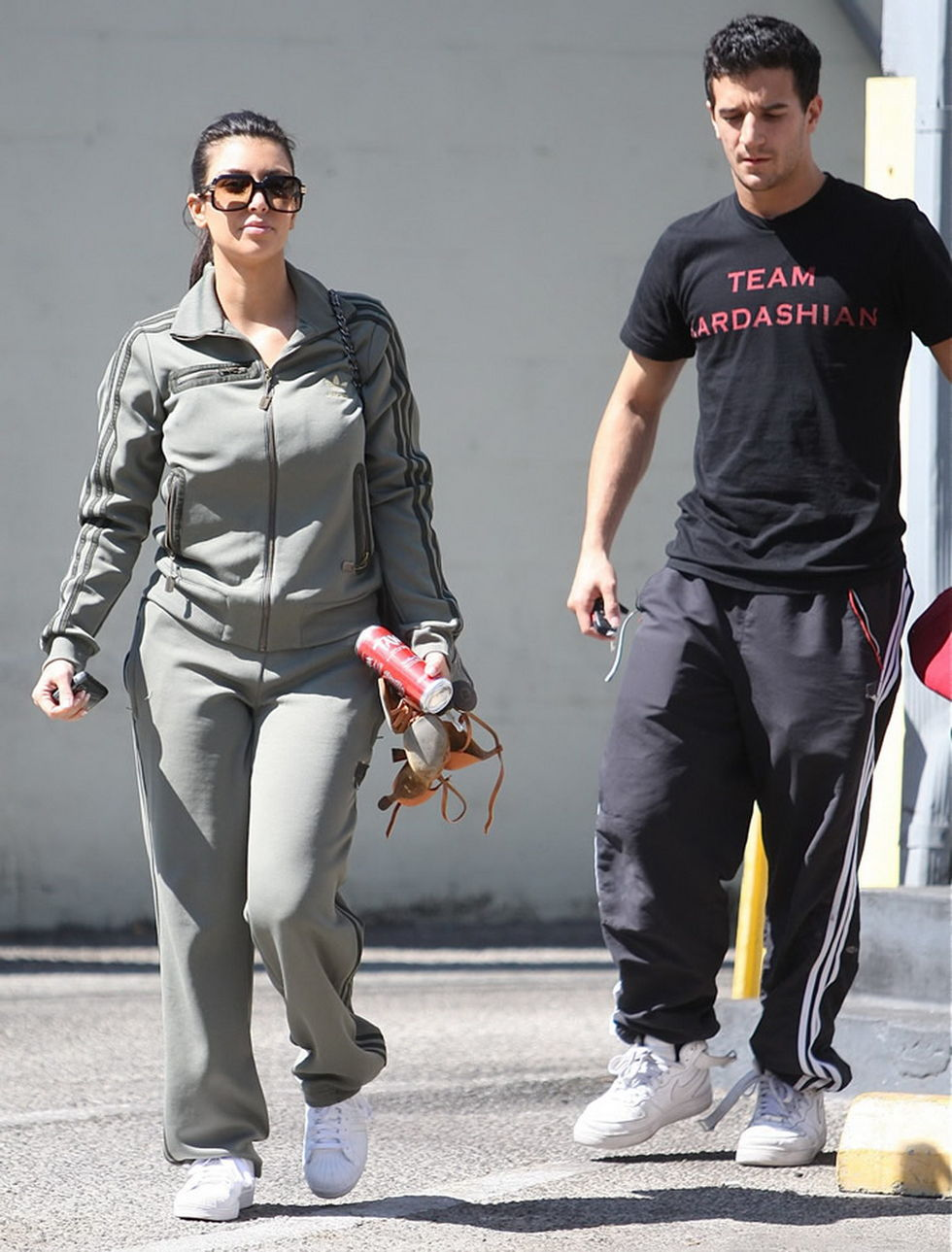 kim-kardashian-at-3rd-street-dance-studio-in-los-angeles-01