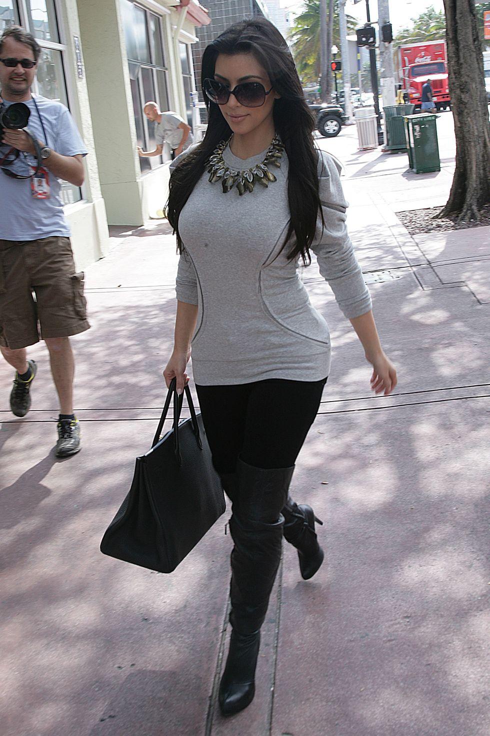 kim-kardashian-at-dash-store-in-miami-01