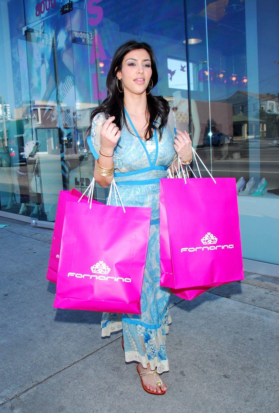 kim-kardashian-at-fornarina-boutique-on-melrose-avenue-06