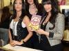 kim-kardashian-at-millions-of-milkshakes-in-los-angeles-02
