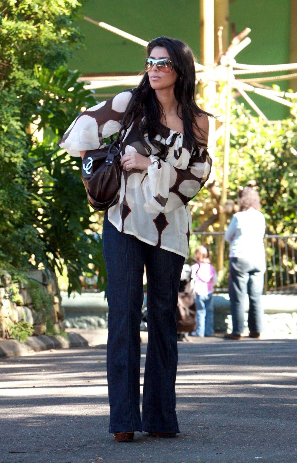 kim-kardashian-at-taronga-zoo-in-sydney-05