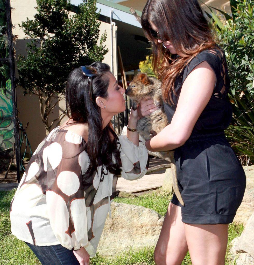 kim-kardashian-at-taronga-zoo-in-sydney-07