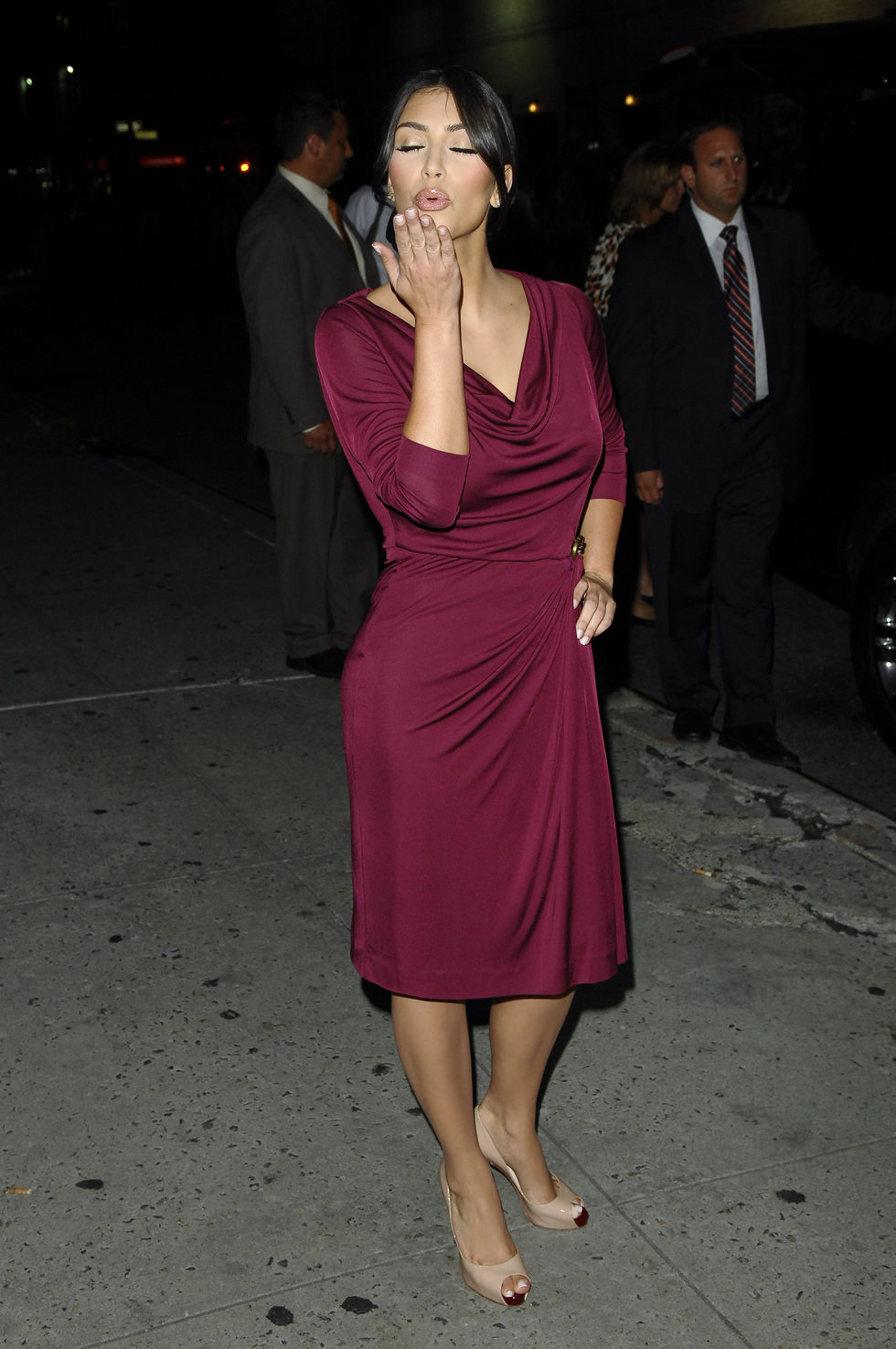 kim-kardashian-at-the-late-show-with-david-letterman-in-new-york-city-01
