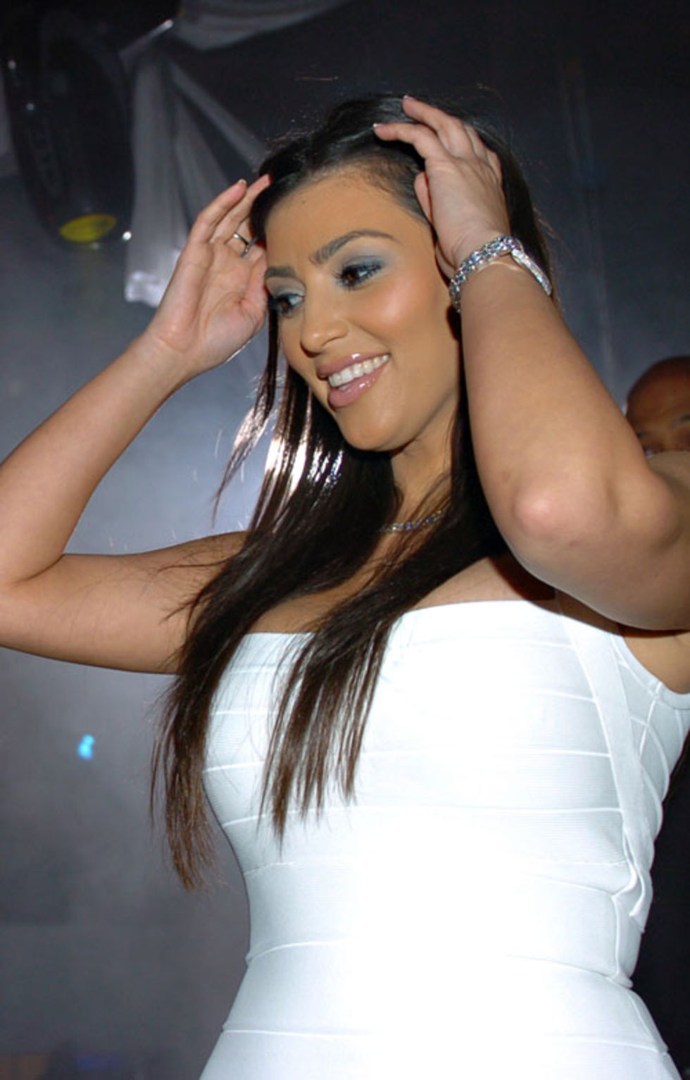 kim-kardashian-at-the-whitehouse-nightclub-in-hampton-mq-01