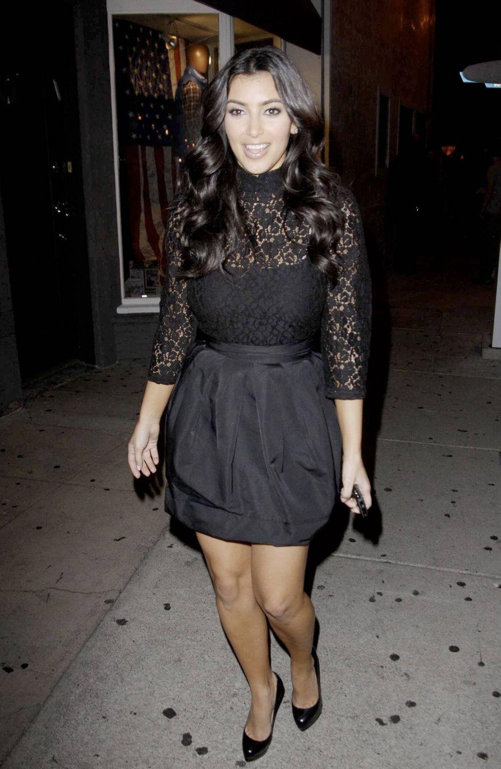 kim-kardashian-at-villa-nightclub-in-los-angeles-01