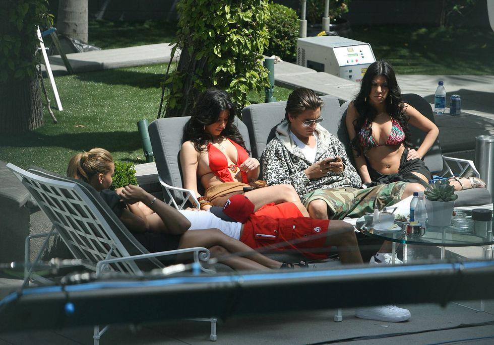 kim-kardashian-bikini-candids-on-set-of-keeping-up-with-the-kardashians-01