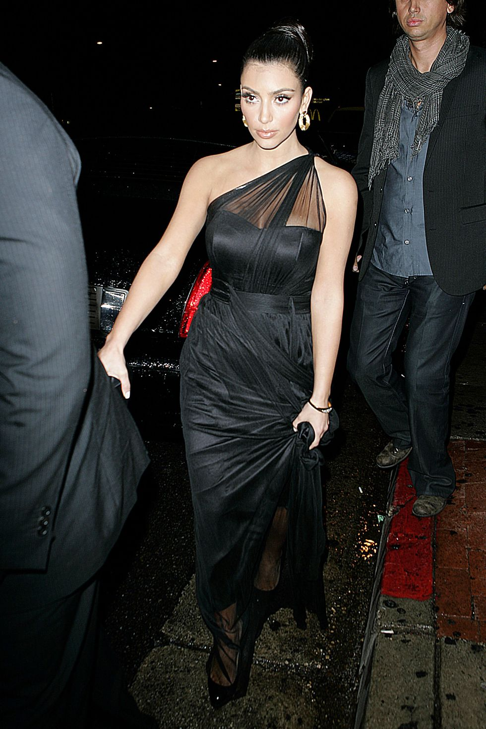 kim-kardashian-candids-at-hyde-lounge-in-west-hollywood-01