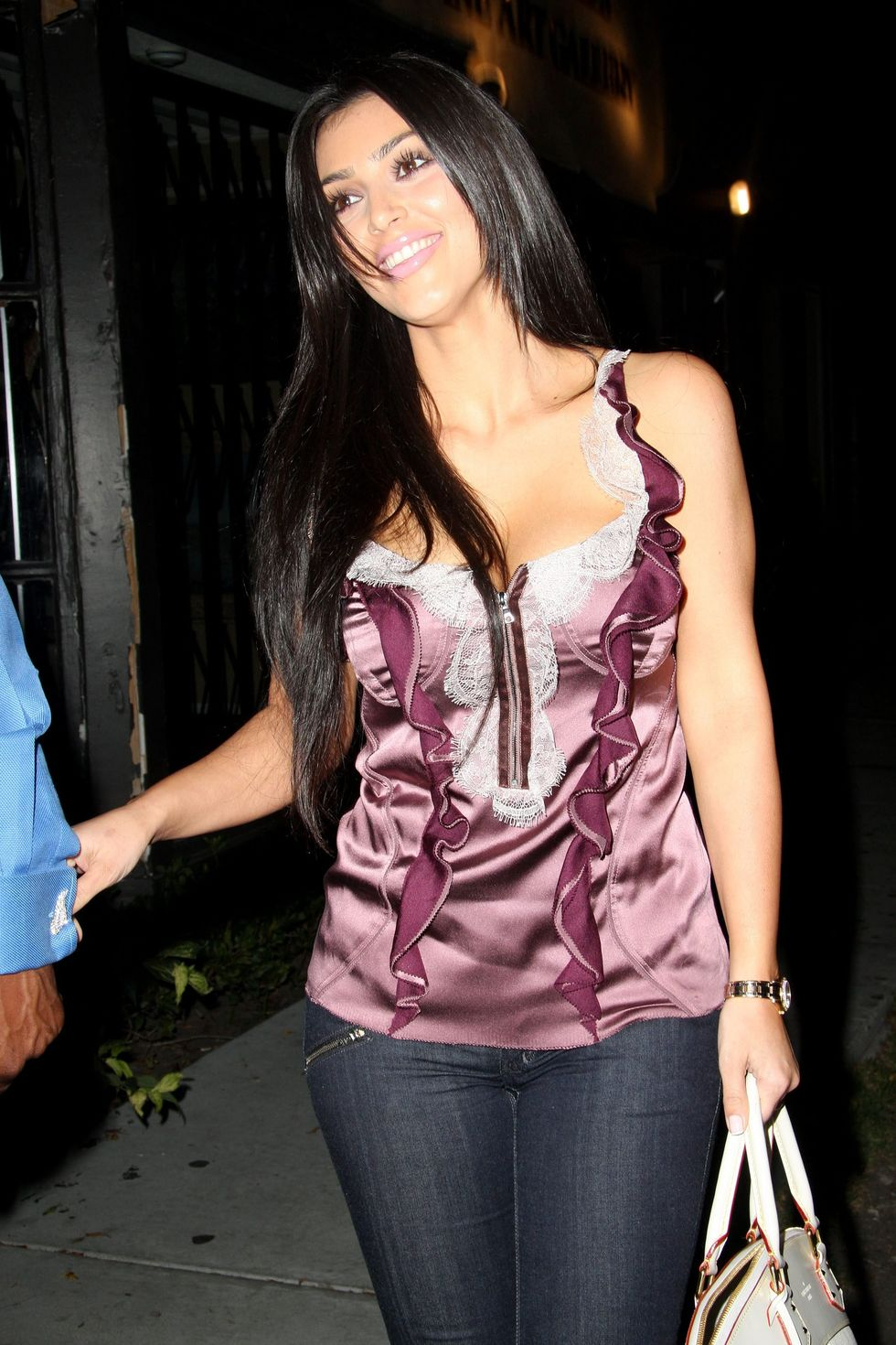 kim-kardashian-cleavage-candids-at-koi-in-hollywood-01
