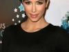 kim-kardashian-curvy-in-tight-dress-at-famous-cupcakes-store-01