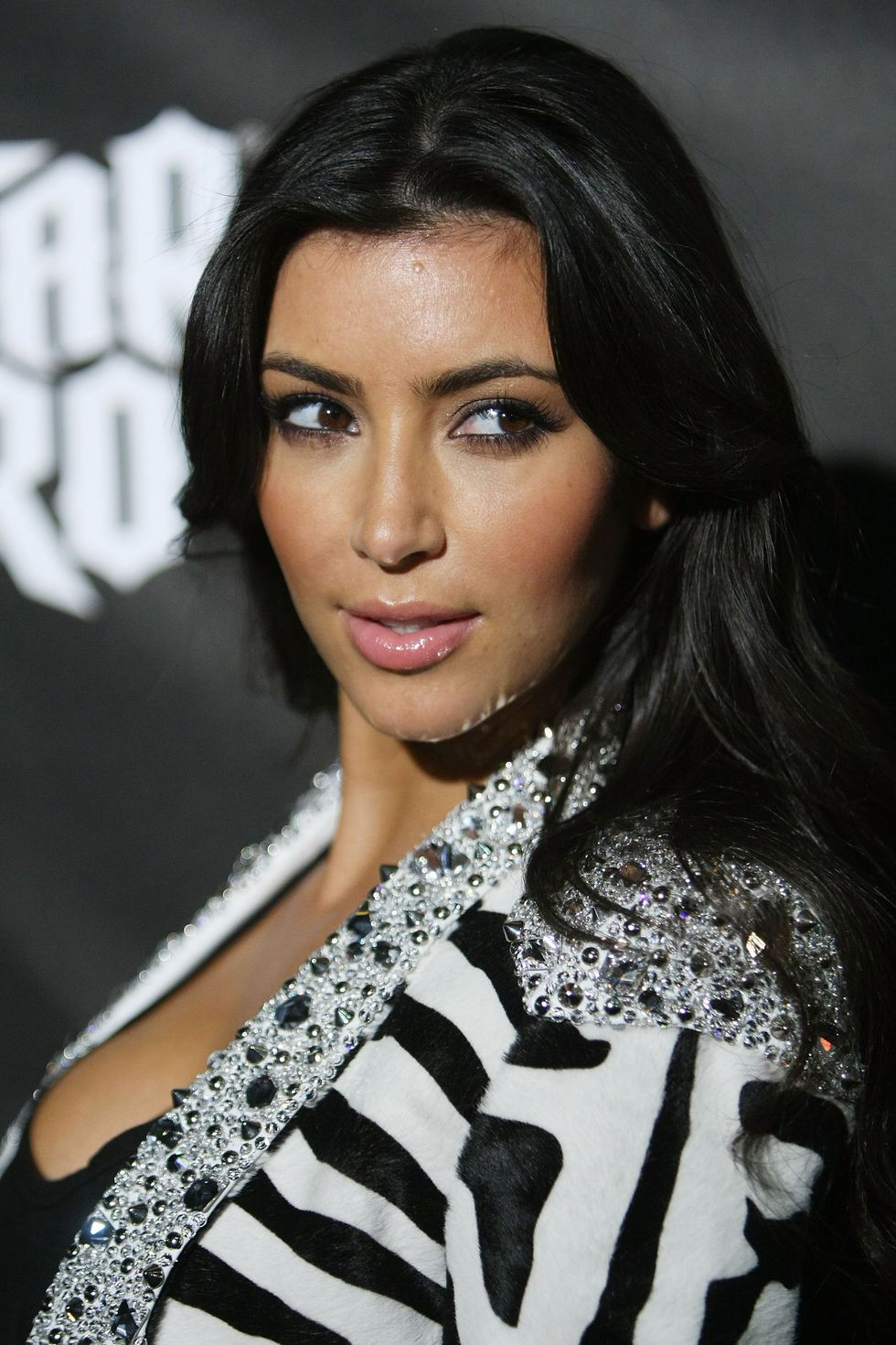 kim-kardashian-dj-hero-launch-in-los-angeles-01