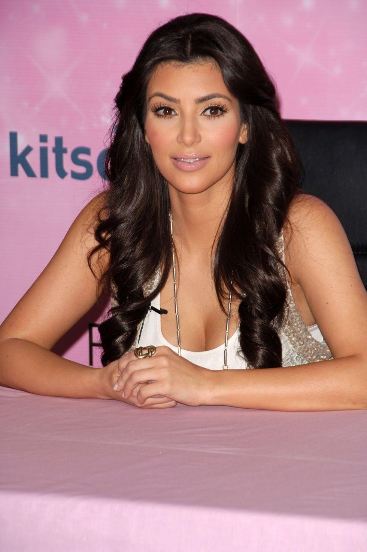 kim-kardashian-fitness-dvd-signing-at-kitson-in-los-angeles-01