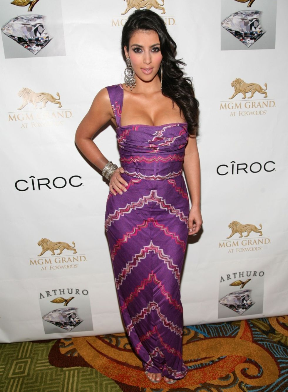 kim-kardashian-grand-opening-of-mgm-grand-at-foxwoods-in-ledyard-01