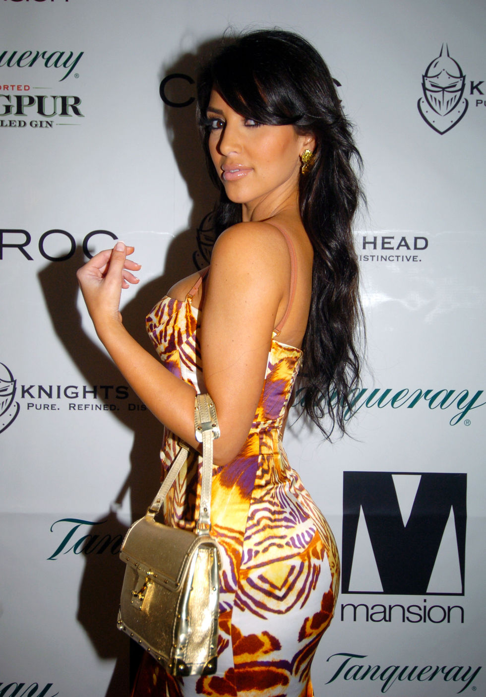 kim-kardashian-host-mansion-new-years-eve-party-01