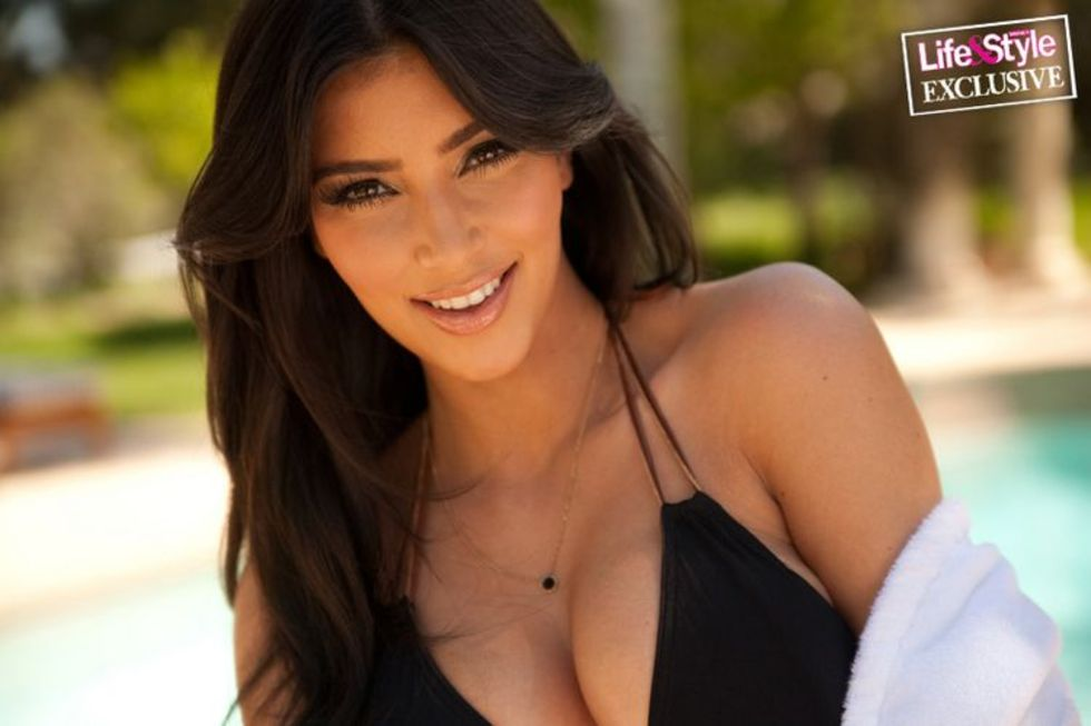 kim-kardashian-in-bikini-in-life-style-magazine-may-2009-mq-01