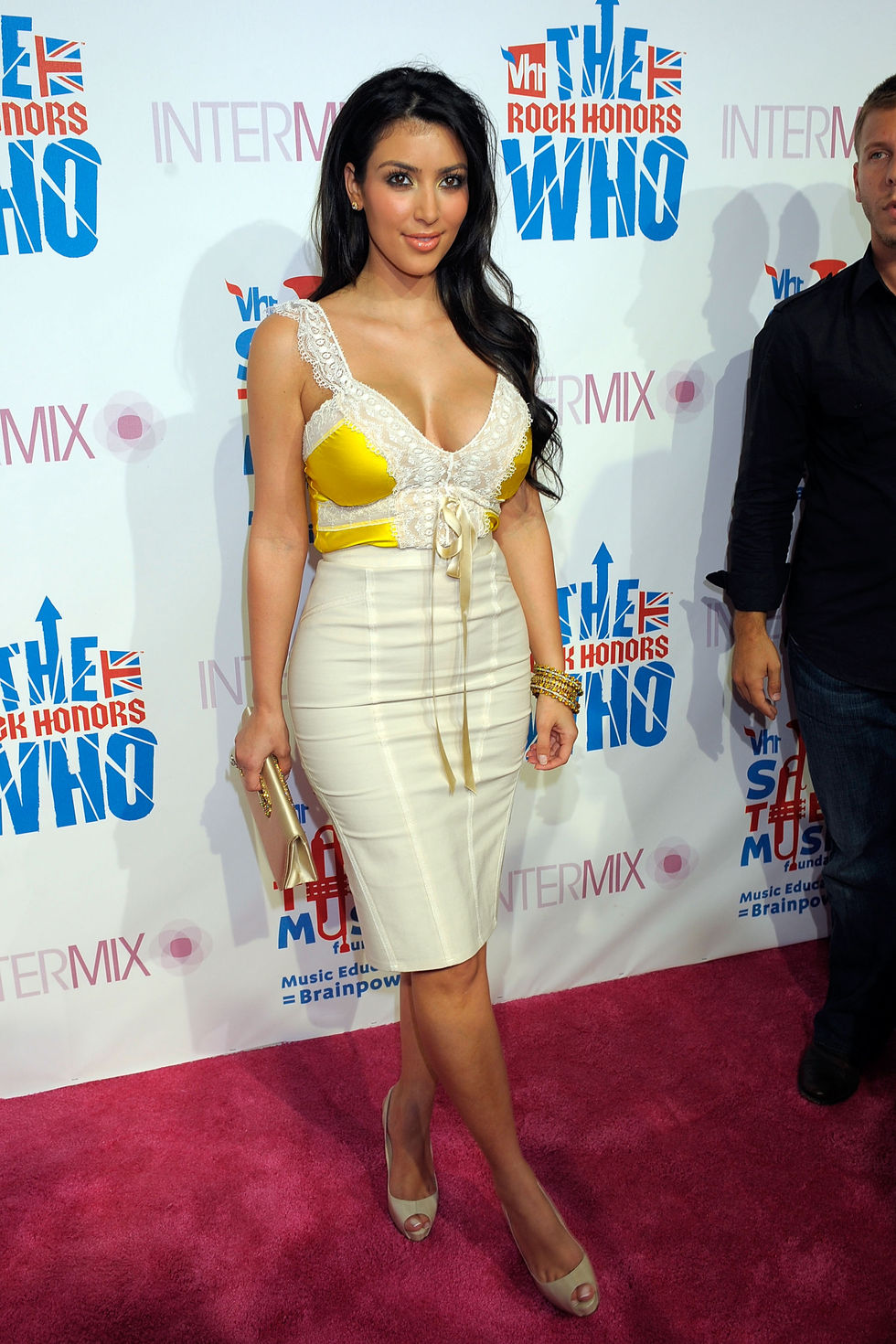 kim-kardashian-intermixvh1-rock-honors-vip-party-in-los-angeles-01