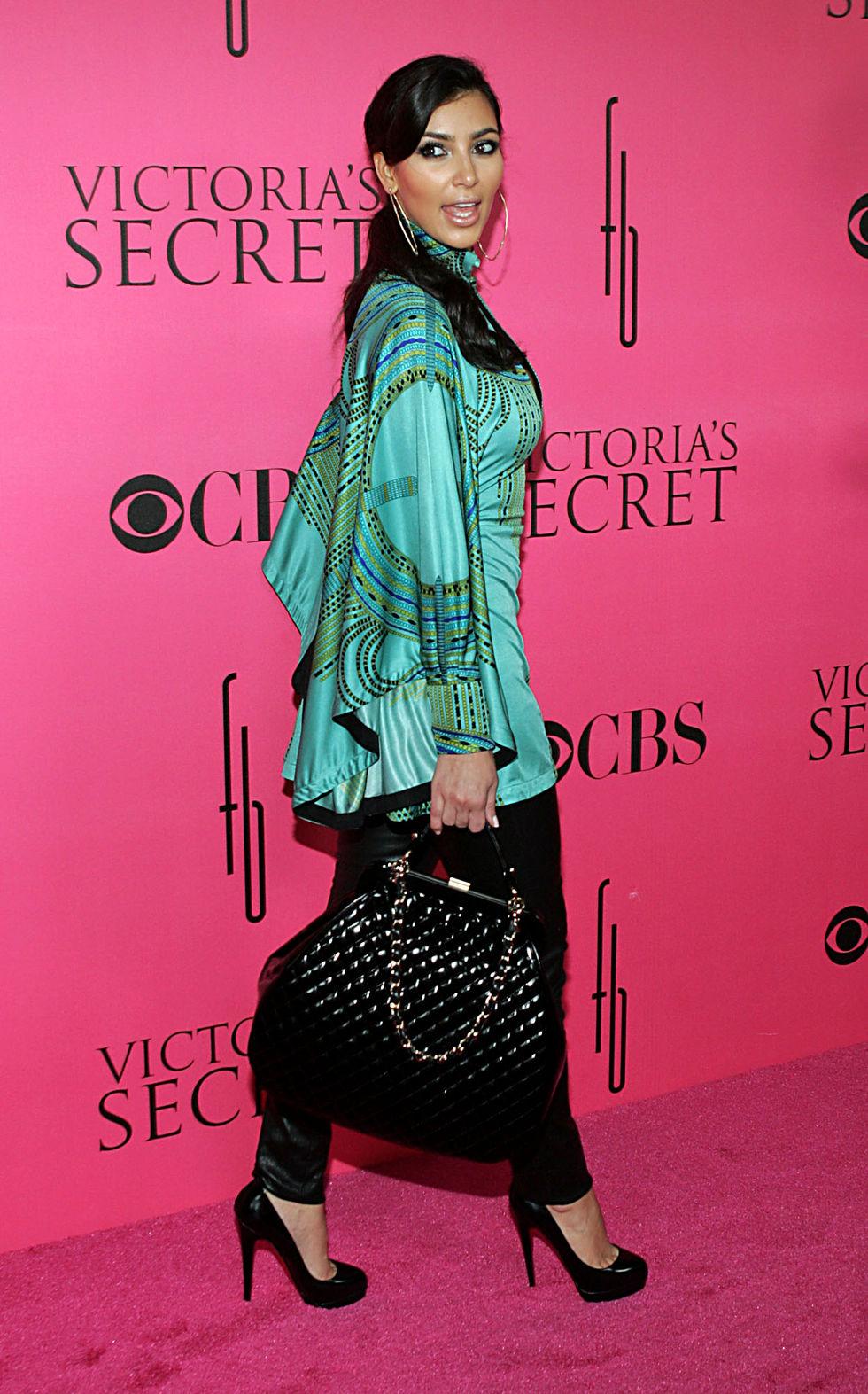 kim-and-kourtney-kardashian-2008-victorias-secret-fashion-show-01