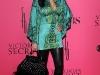 kim-and-kourtney-kardashian-2008-victorias-secret-fashion-show-09