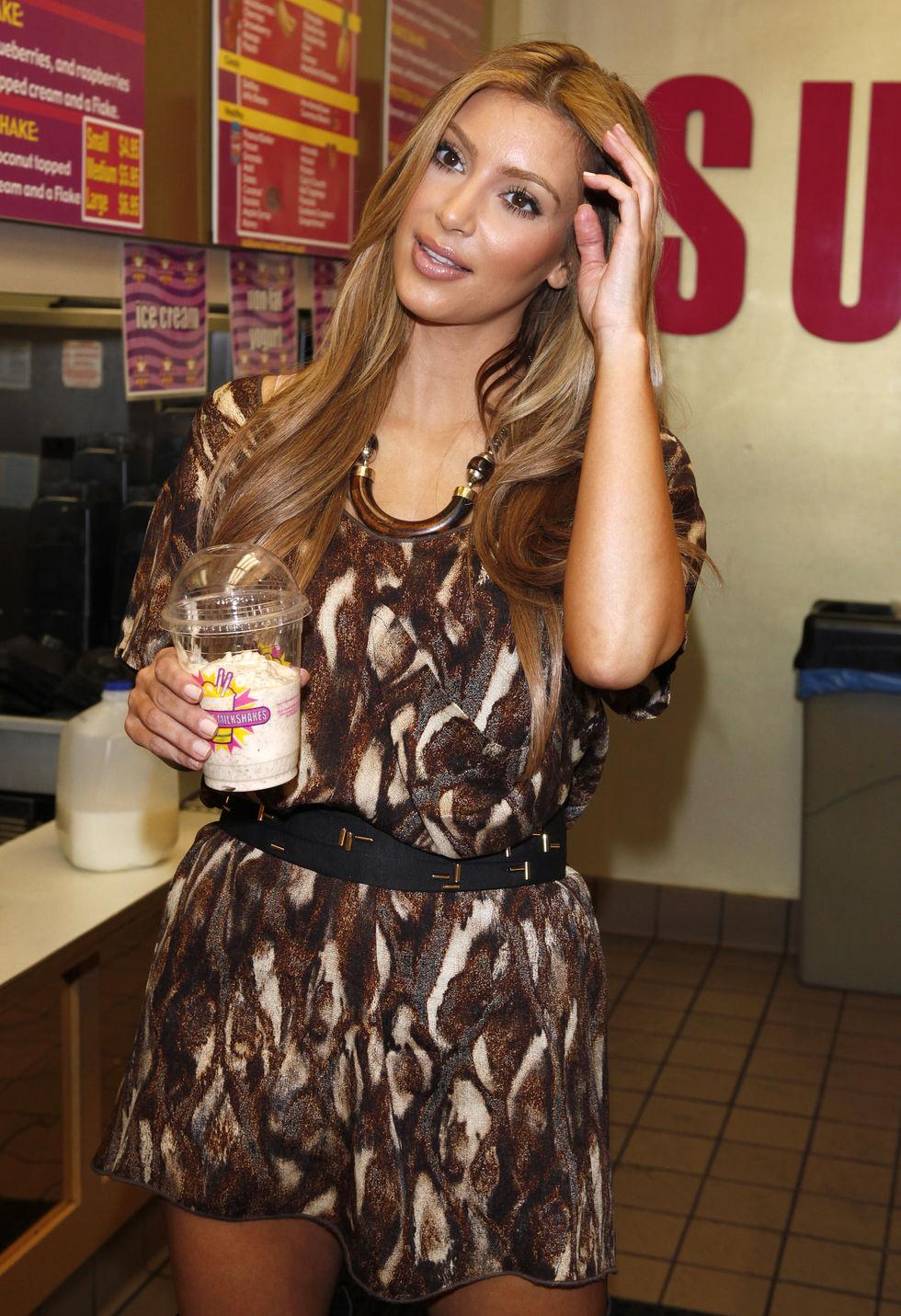 kim-and-kourtney-kardashian-at-millions-of-milkshakes-in-los-angeles-05