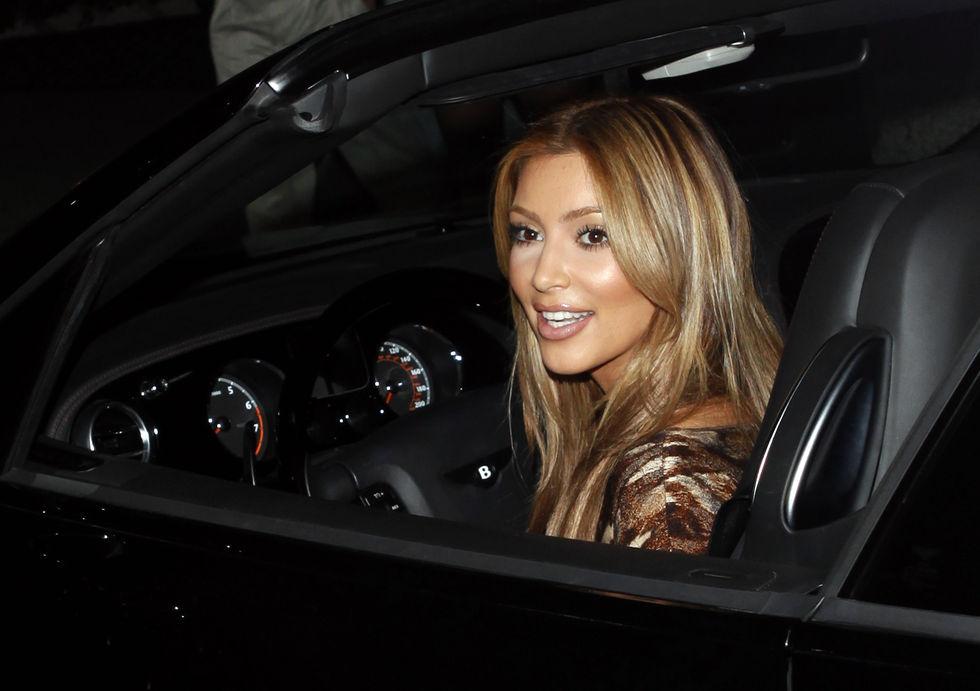 kim-and-kourtney-kardashian-at-millions-of-milkshakes-in-los-angeles-17