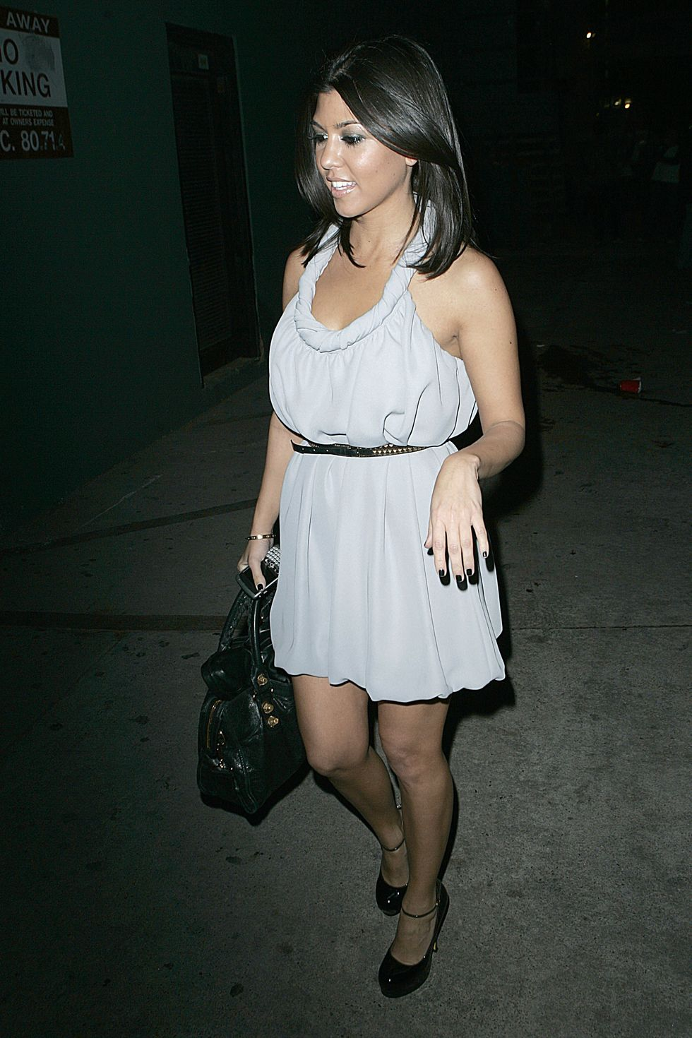 kim-and-kourtney-kardashian-my-house-club-opening-in-hollywood-01