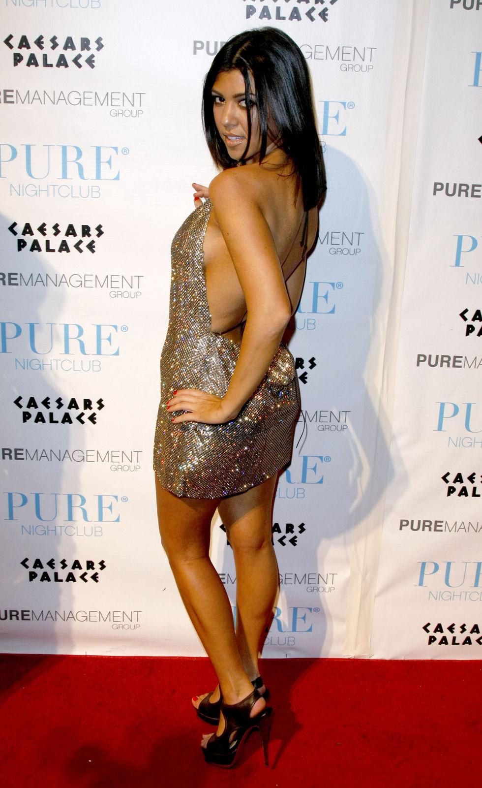 kim-and-kourtney-kardashian-purefection-at-pure-nightclub-in-las-vegas-01
