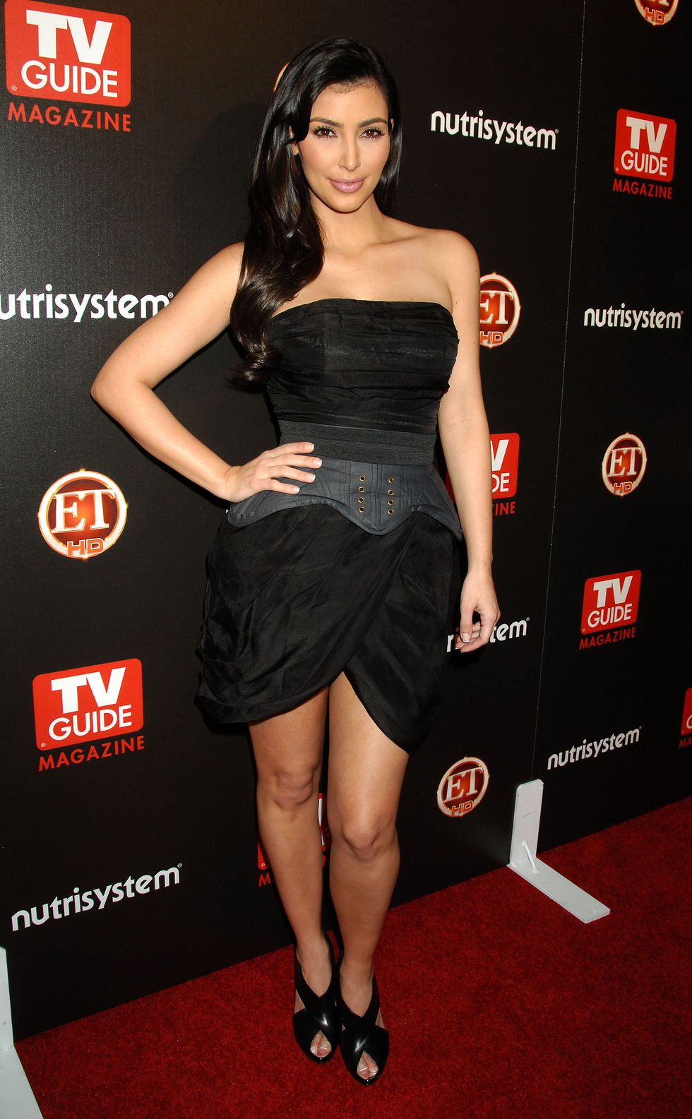 kim-and-kourtney-kardashian-tv-guides-sexiest-stars-party-in-hollywood-01