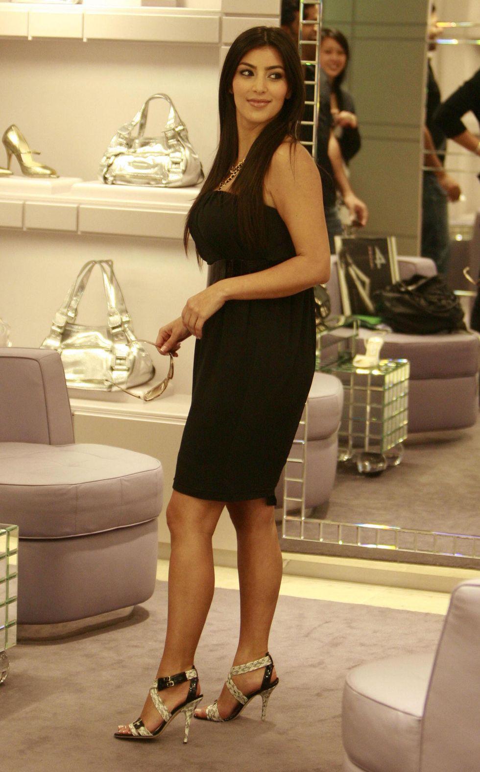 kim-kardashian-leggy-at-a-shoe-store-in-sydney-01